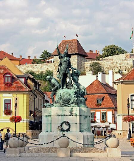Памятник герою, Иштвану Добо
