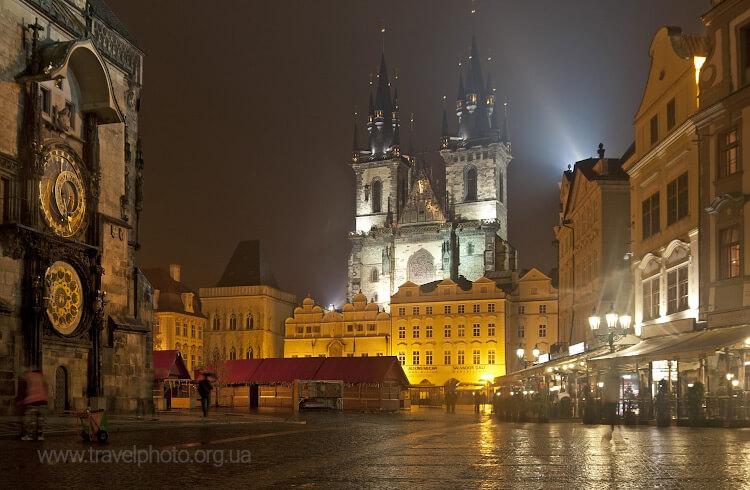 Прага ночью в дождь