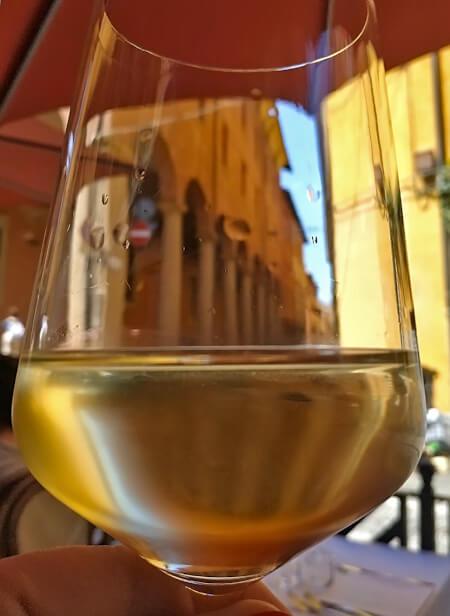 Вино в Болонье